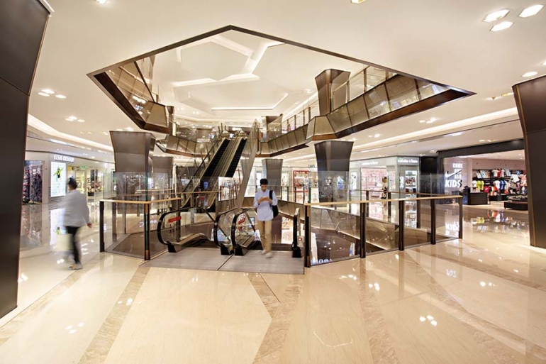 Relativity-inspired Retail Spaces